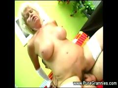 Kinky gilf hairy muff filled with..