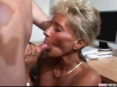Grown-up Lady Gets Her Pussy Licked