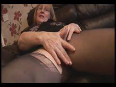 Blonde granny in pantyhose does a..