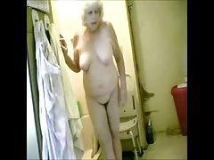 Great ! Spying my hot granny in..