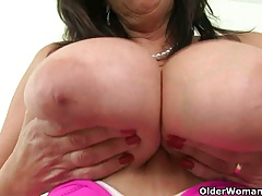 British milf Bee's knees makes..