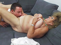 Mature BBW mom gender and sucking..