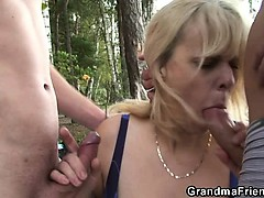 Granny is double fucked near put..